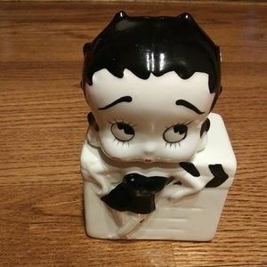 Vintage Betty Boop Salt And Pepper Shaker